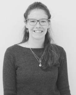 Maxine: Growing up in a french-german culture, I spent one year in UK. It is through travelling in Africa that I became a citizen of the world. (Strategy Team)